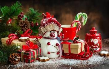 Вітаємо Вас із наступаючим Новим 2019 роком та Різдвом Христовим!